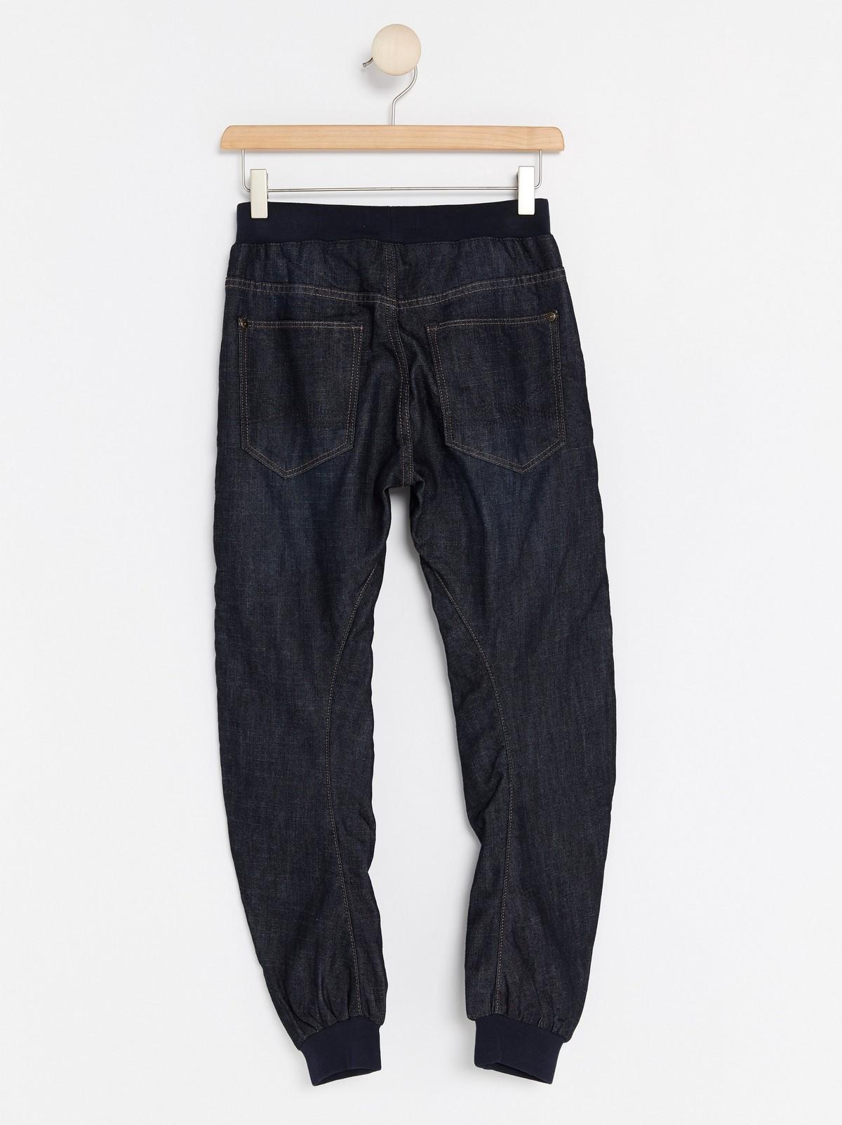 Jeans med ledig passform og forsterkede knær