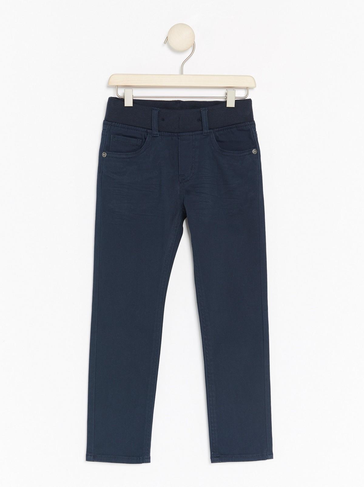bukse med strikk i livet
