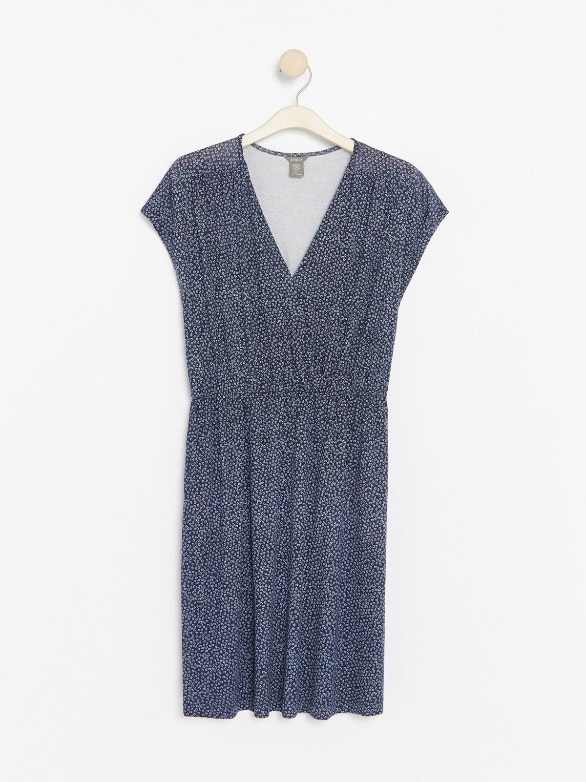 V ringad klänning i lyocellblandning | Lindex
