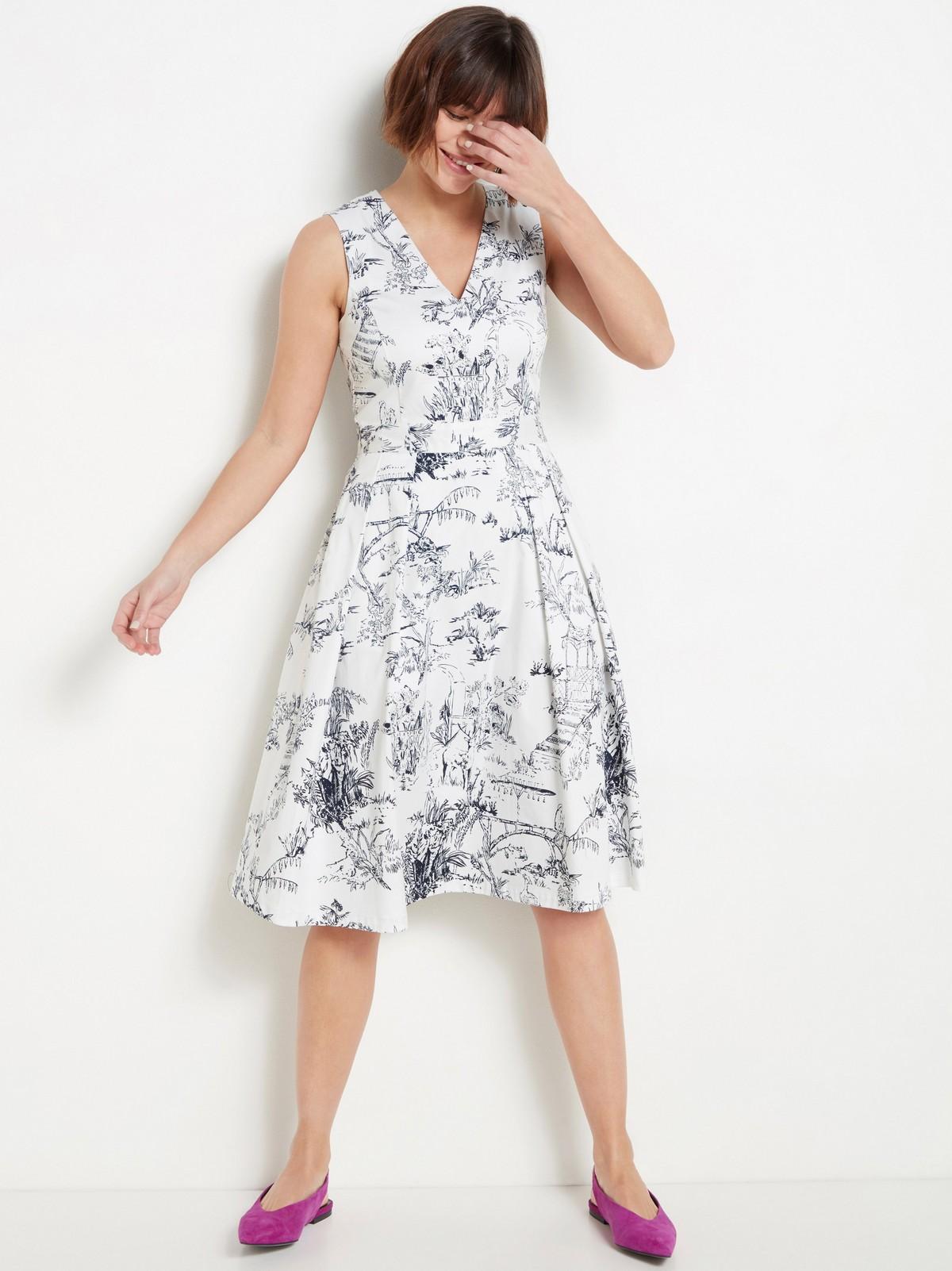 Mönstrad vit klänning