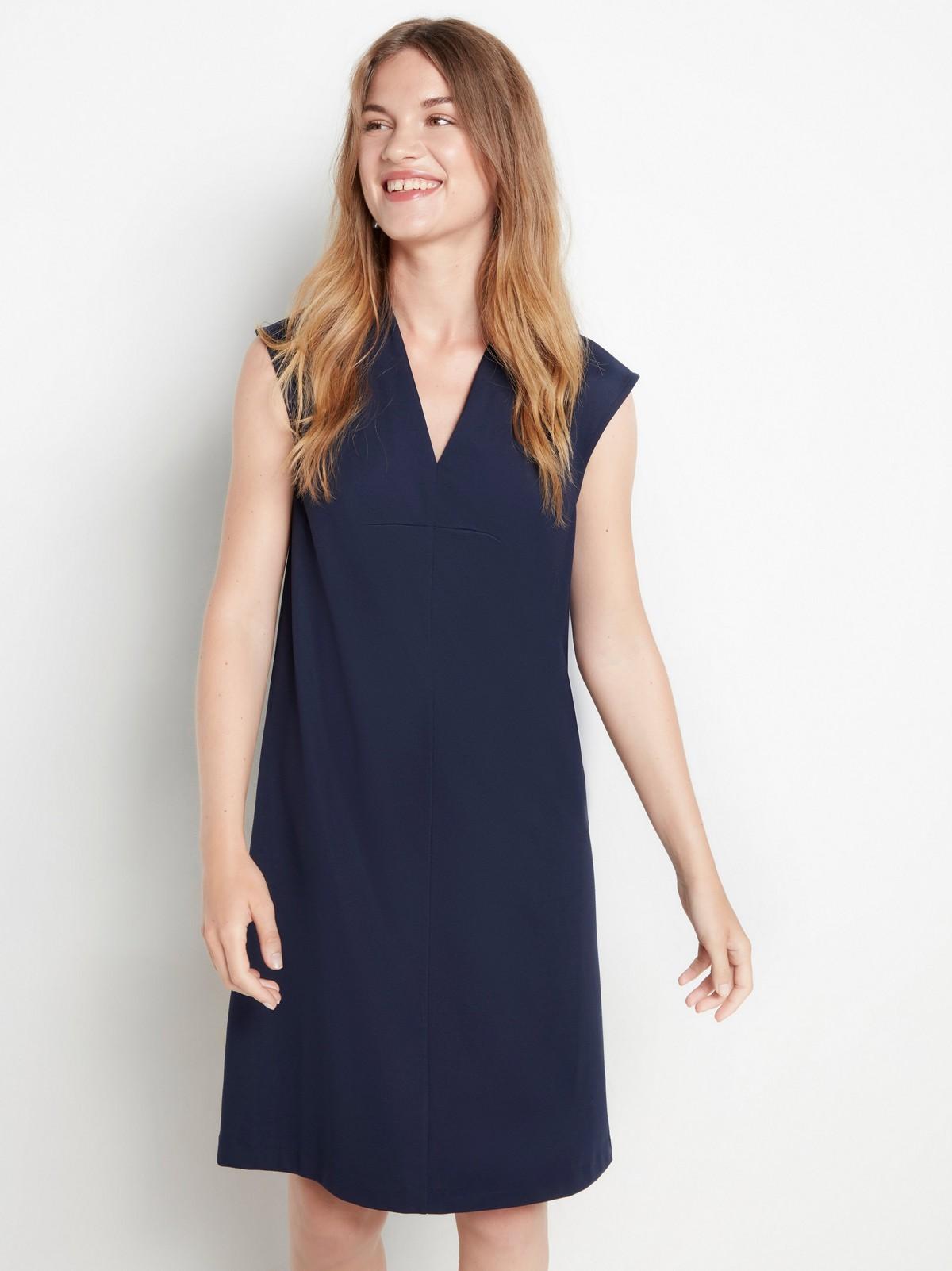 a linjeformad klänning lindex