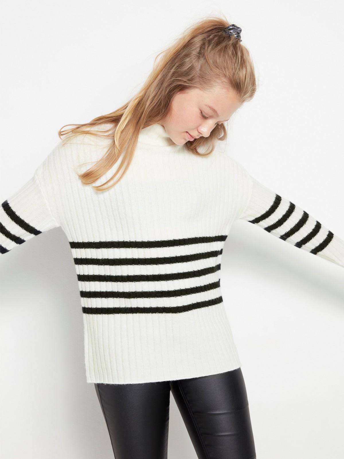 Ribbestrikket hvit genser med striper   Lindex