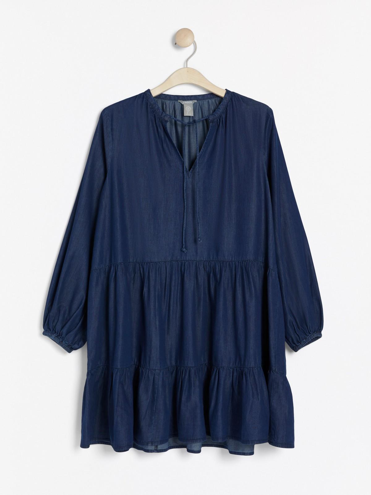 Utställd blå klänning med volang | Lindex