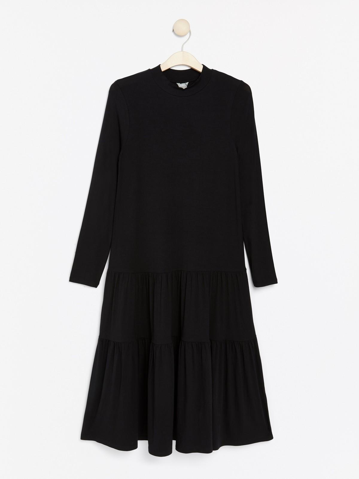 Svart a linjeformad klänning | Lindex