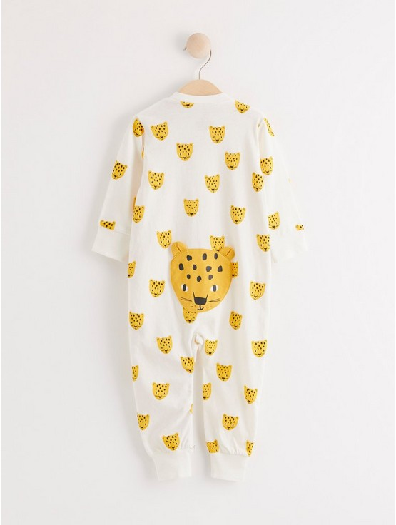 Pyjamas med lejon och applikation på baksidan