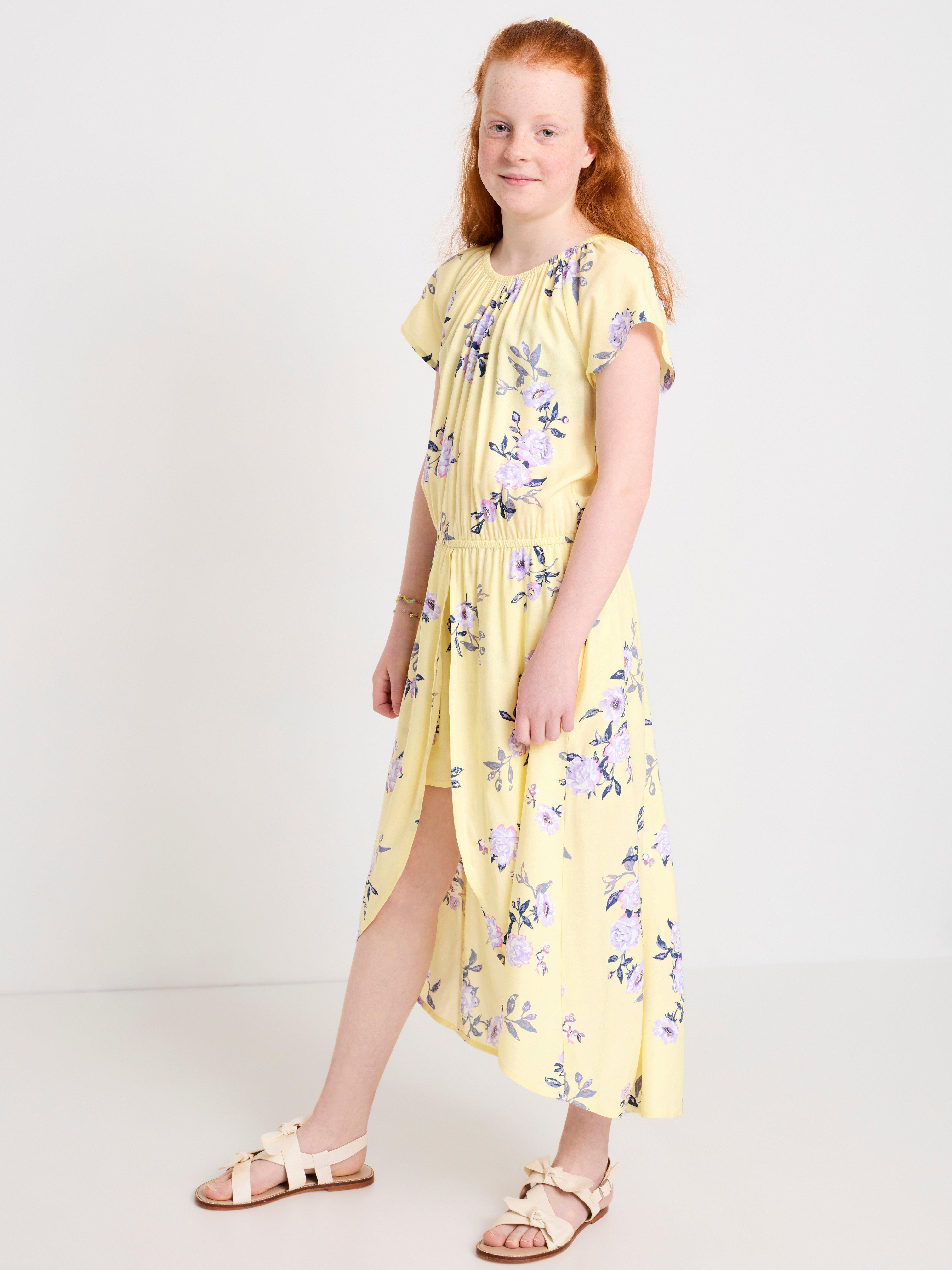 Lyhythihainen mekko, jossa shortsit