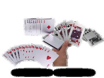 Poker wie in Las Vegas mit diesem Kartenspiel in Silber-Optik