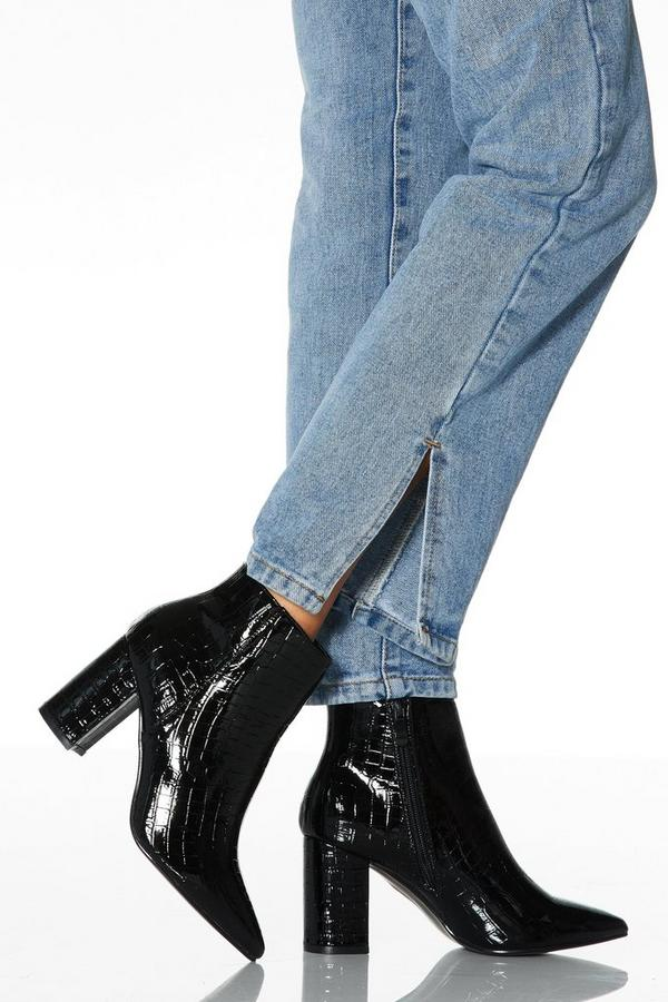 Black Crocodile Effect Pointed Toe Ankle Boots