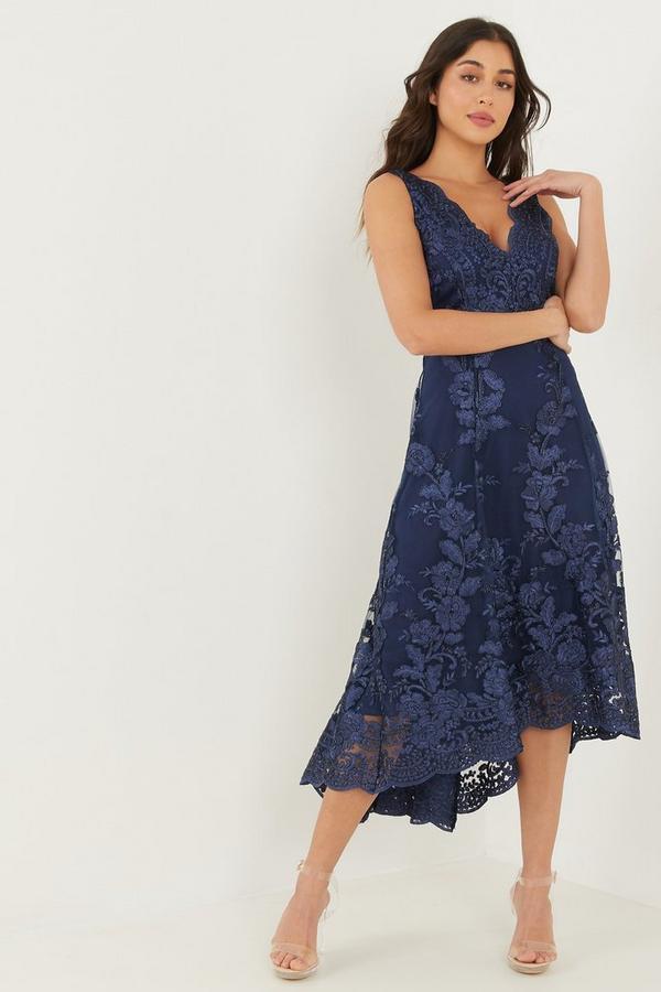 Vestido Azul Marino Bordado con Bajo Asimétrico