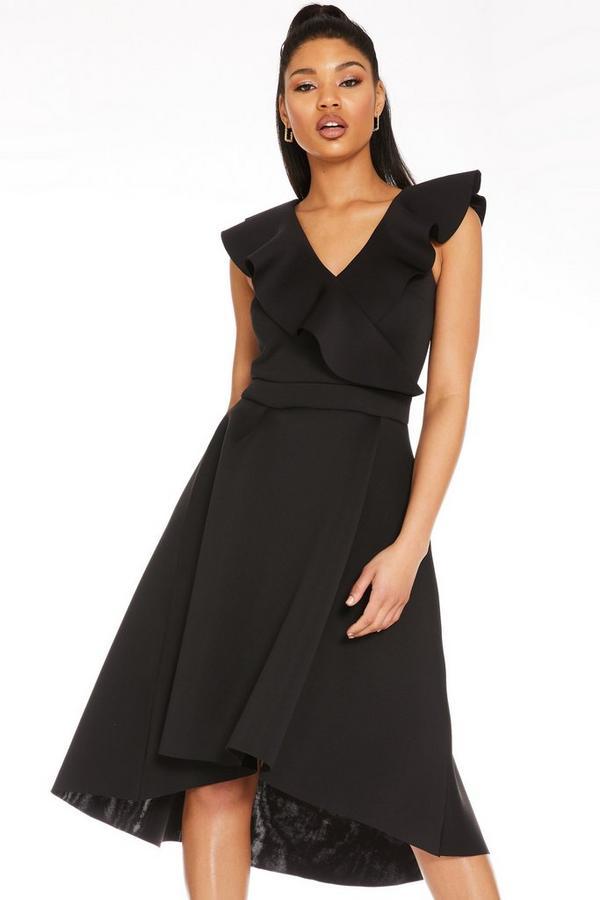 Vestido Negro con Bajo Asimétrico