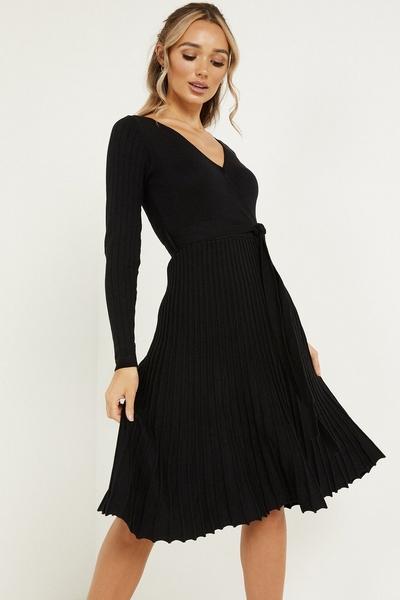Black Knitted Pleat Midi Dress