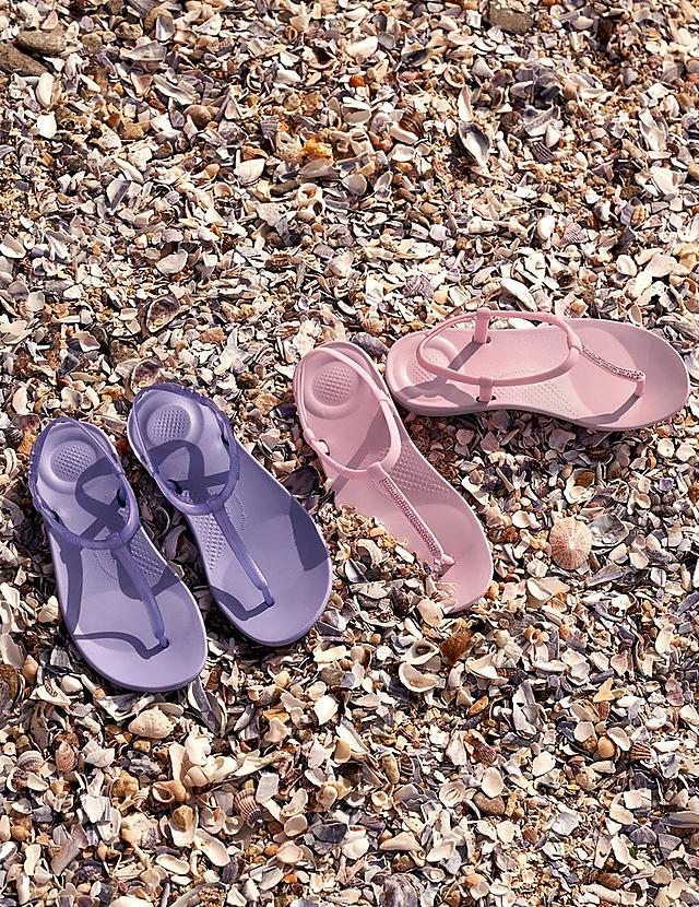 Iqushion Ergonomic Flip-Flops on beach in purple and pink colours
