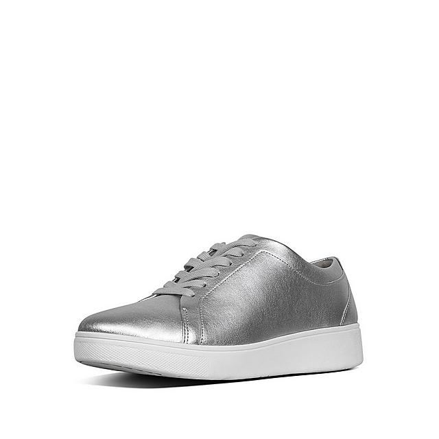 Fitflop classic tennis style silver leather shoes with white laces.