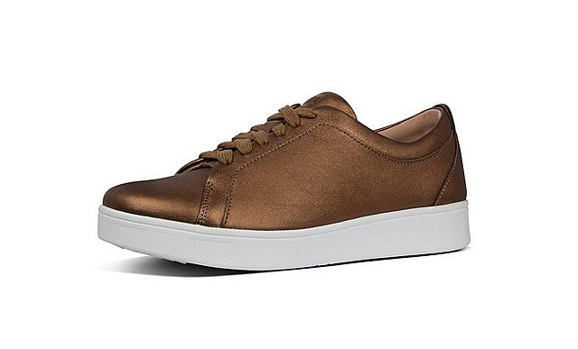 Fitflop classic tennis style bronze leather shoes with white laces.