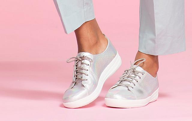 Fiflop silver leather sneakers with scoop-cut.