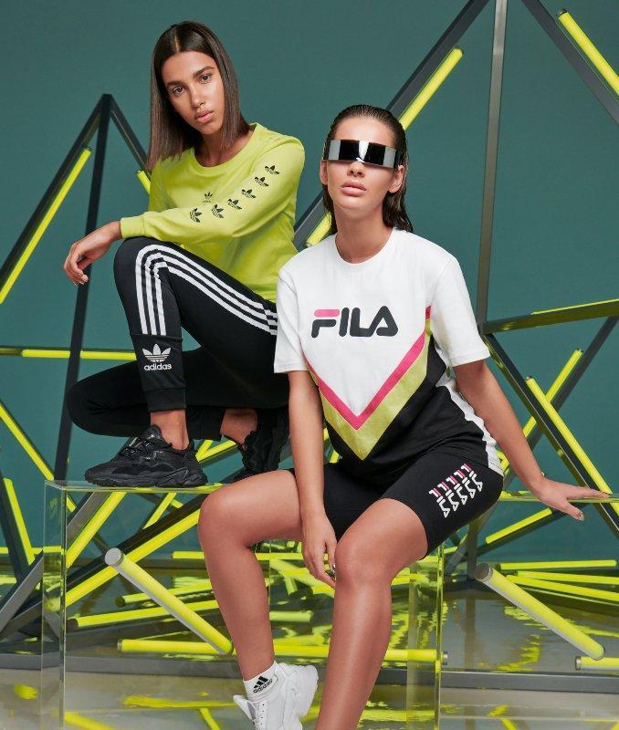 Mujer con sujetador deportivo y leggings de Nike