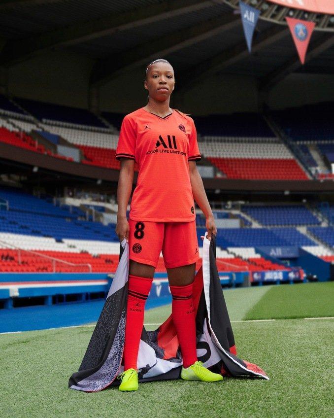Segunda quipación del París Saint-Germain con Jordan para mujer de la temporada 2019/2020