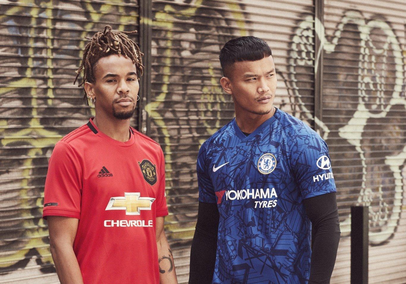 Equipaciones del Manchester United y Chelsea
