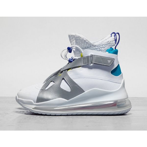Nike Latitude 720