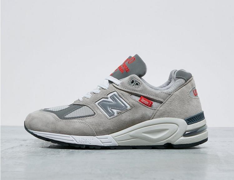 New Balance 990 V2