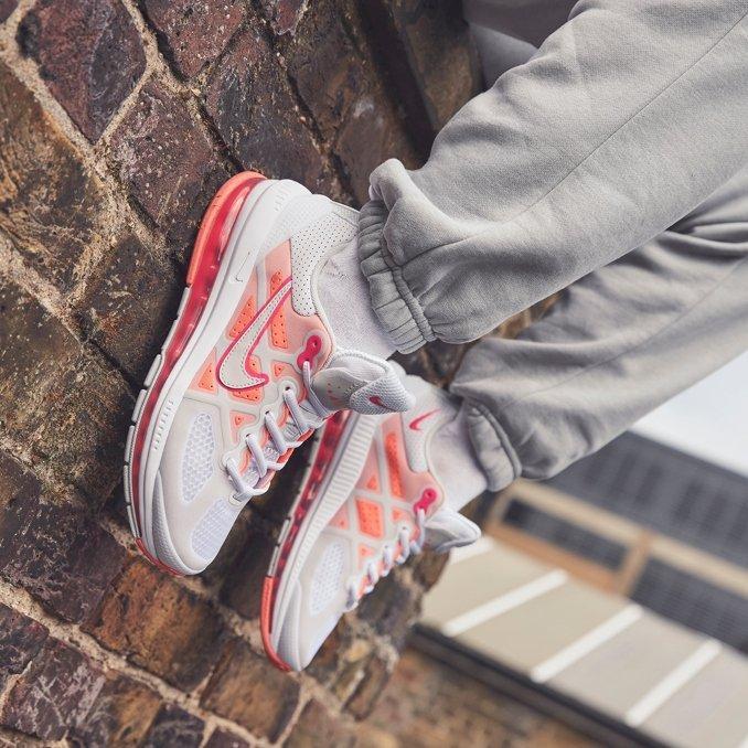 Nike Air Max Genome Women on feet