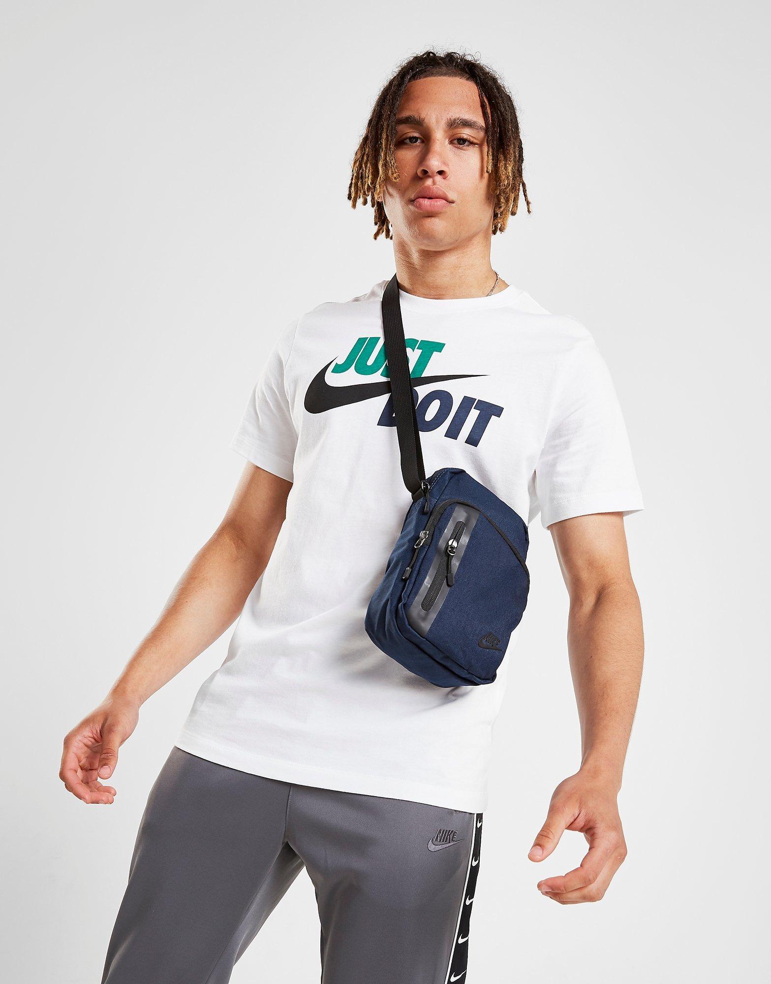preferible Eléctrico Instalación  Blue Nike Core Small 3.0 Pouch Bag   JD Sports