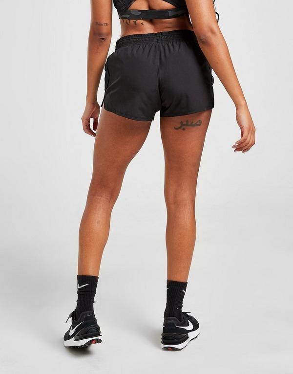 Shoppa Nike Running 10k Mesh Shorts i en Svart färg | JD