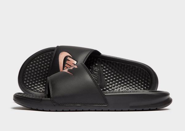 Compra Nike chanclas Benassi Just Do It para mujer en Negro ...