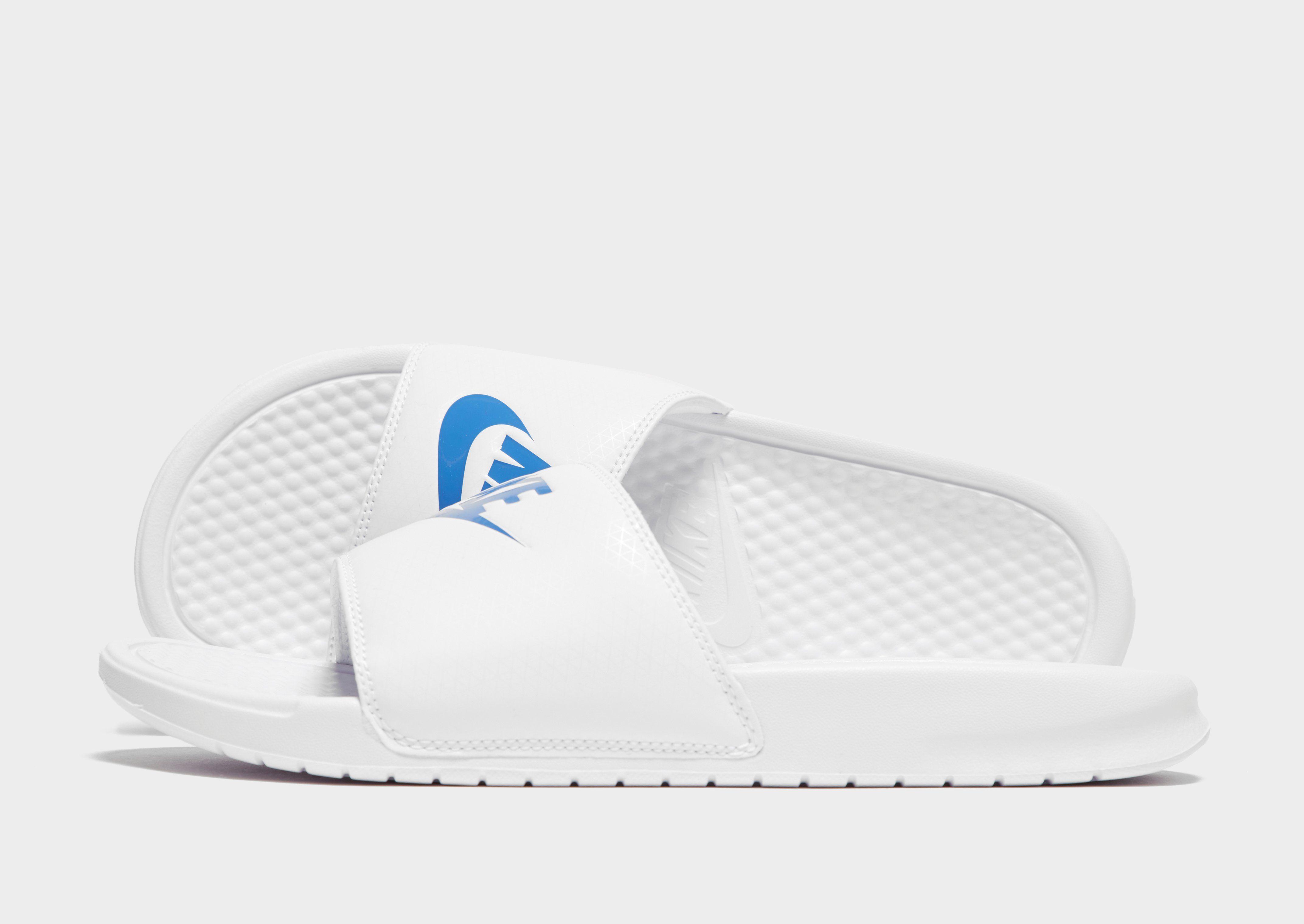 detailed look ae5cb 38e1f Nike Benassi Slides   JD Sports