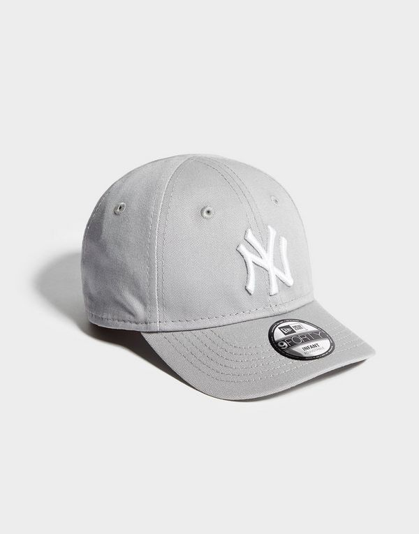 69cf8f4627988 New Era MLB New York Yankees 9FORTY Cap Infant