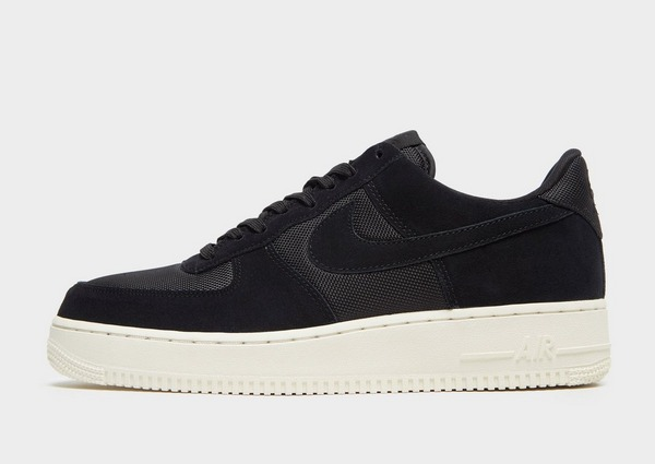 Shop den Nike Air Force 1 '07 Low Essential Herren in