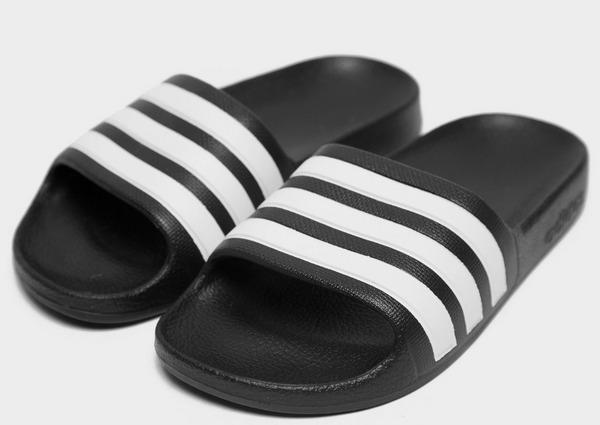 Shoppa adidas Originals Adilette Slides Barn i en Svart färg