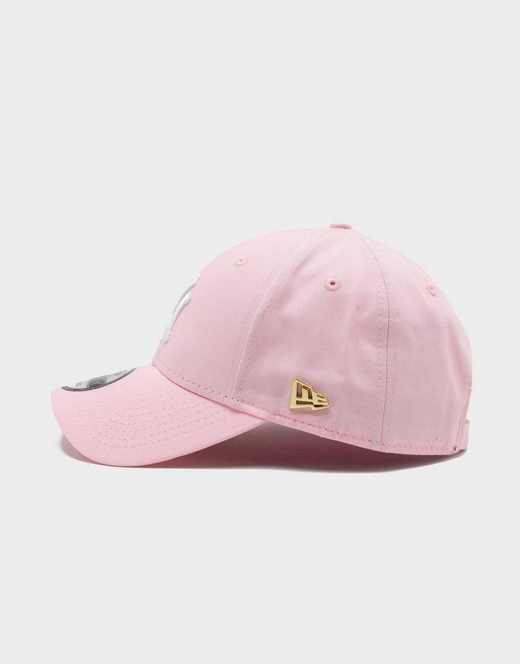 New Era หมวกแก็ป 940 Gold NE Flag Neyyan