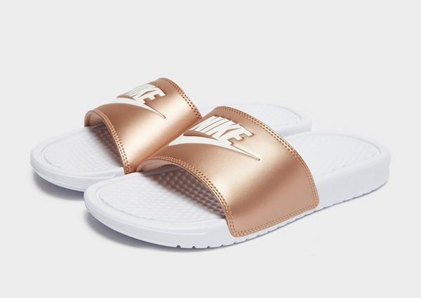 Compra Nike chanclas Benassi Just Do It para mujer en Blanco ...