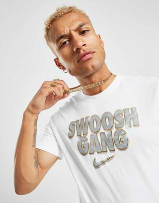 multiple colors entire collection on feet at Nike Swoosh T-Shirt Herren | JD Sports