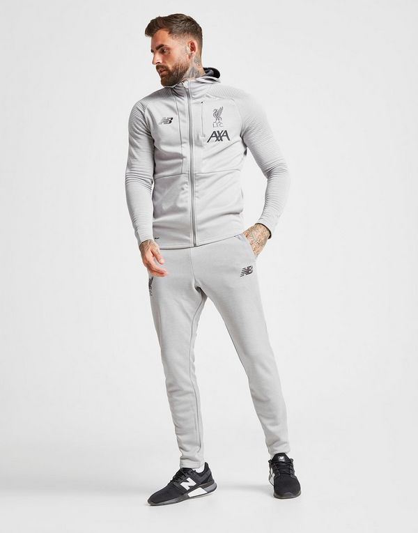 9f6c36023 New Balance pantalón de chándal Liverpool FC Travel   JD Sports