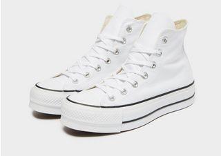 converse sko fødder på farten