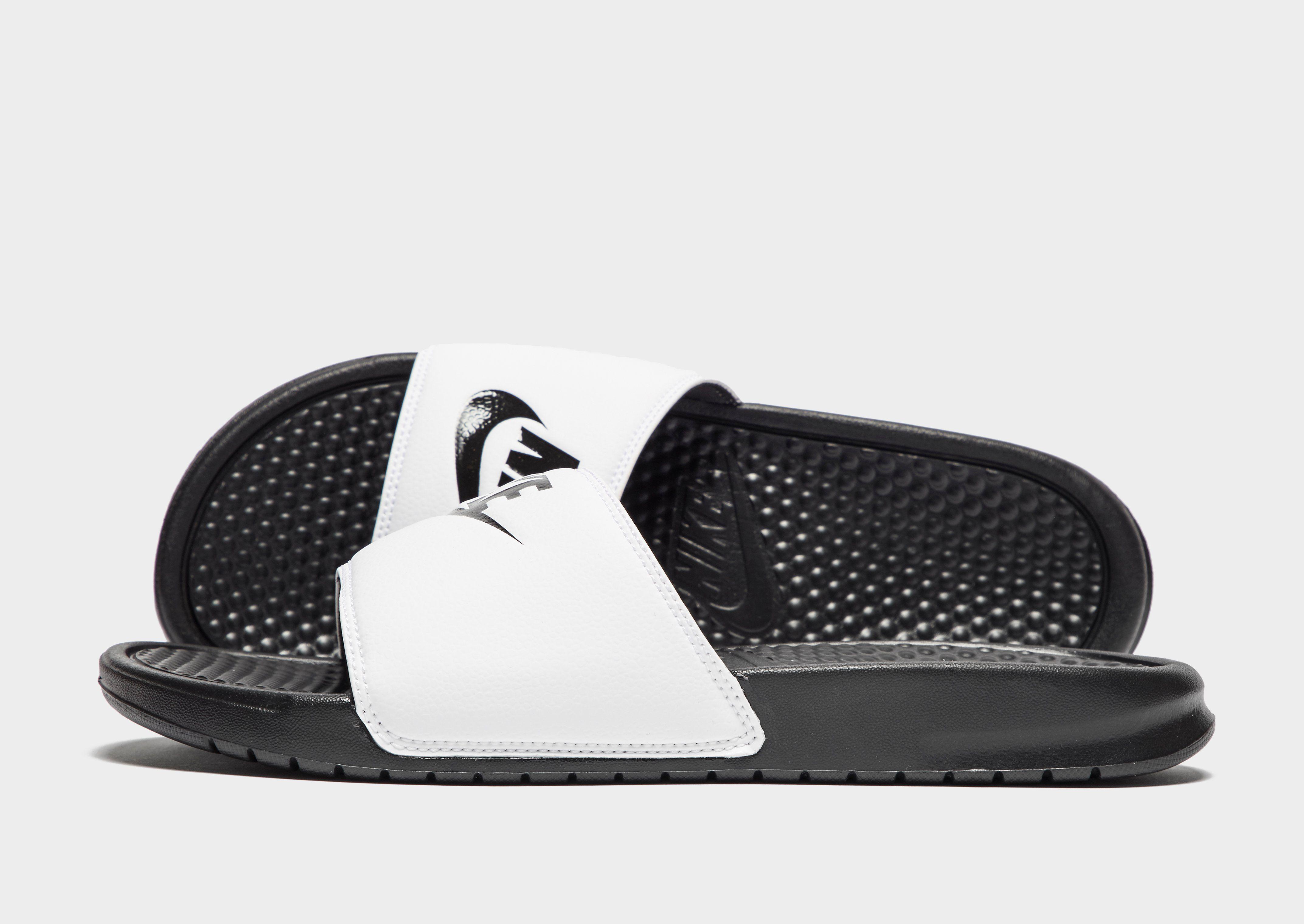 88dcab54fe82 Nike Benassi Slides