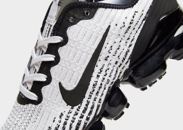 hot sale online 69574 84e41 Nike Air VaporMax Flyknit 3 Older Kids' Shoe | JD Sports