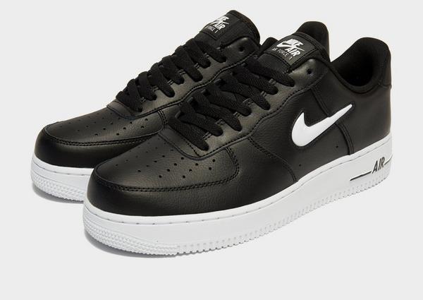 Shoppa Nike Air Force 1 Essential Jewel Herr i en Svart färg