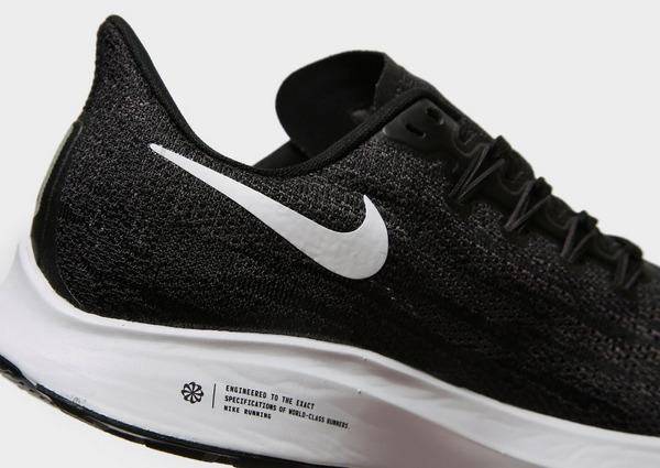 Shoppa Nike Air Zoom Pegasus 36 Dam i en Svart färg | JD