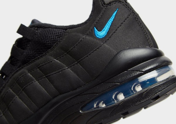 Shoppa Nike Air Max 95 Junior i en Svart färg | JD Sports