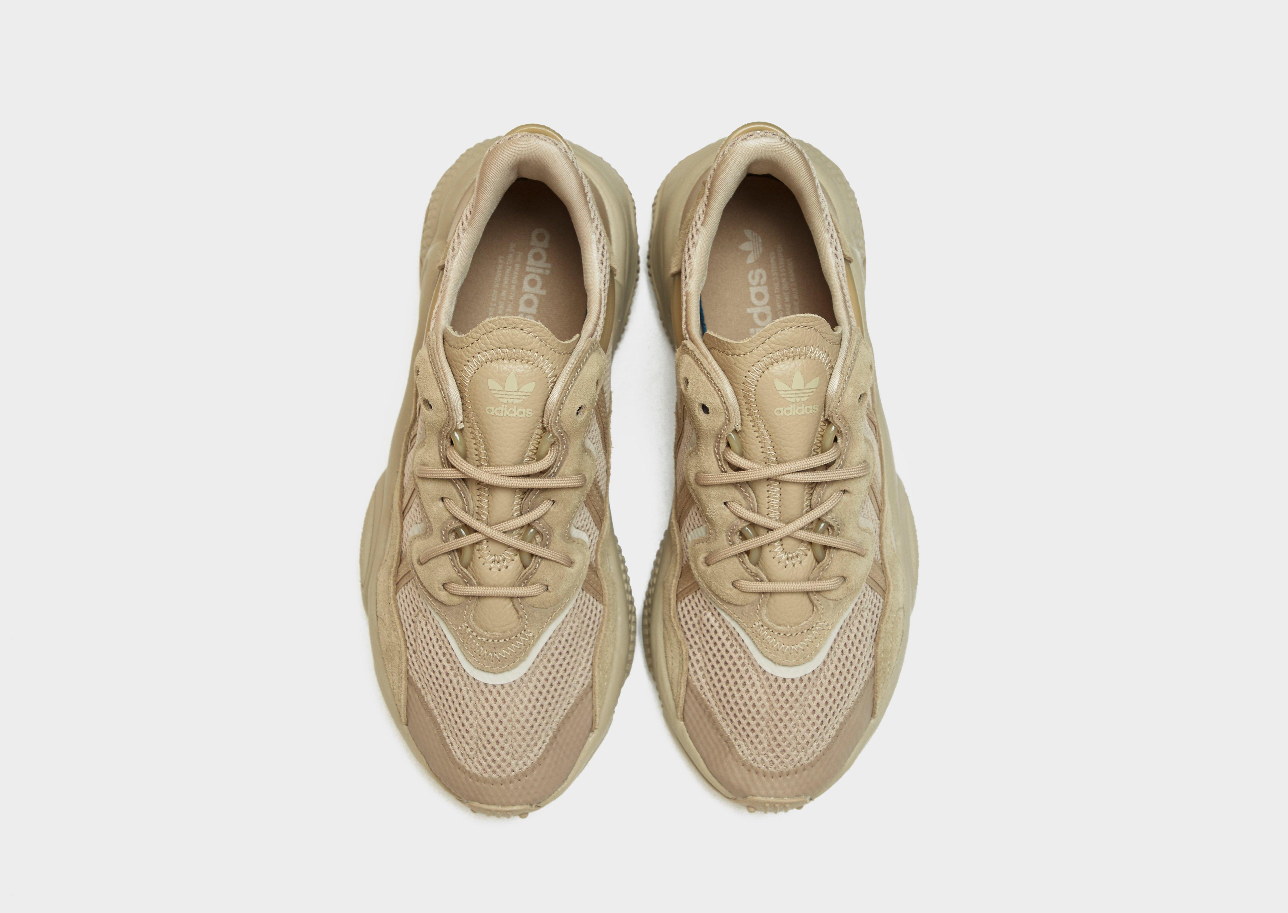 le scarpe adidas come vestono