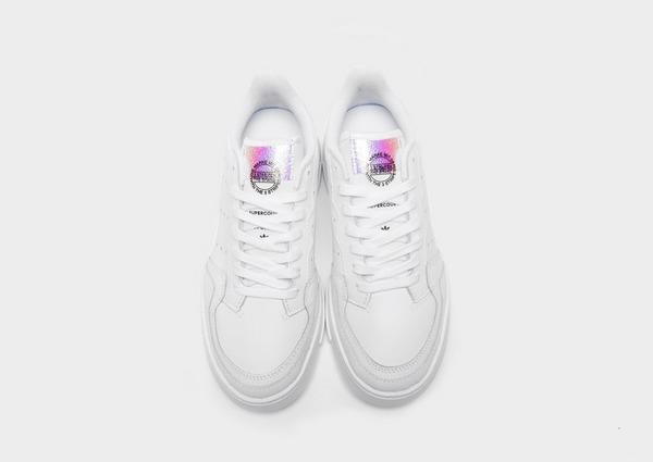 Shoppa adidas Originals Supercourt Junior i en Vit färg | JD