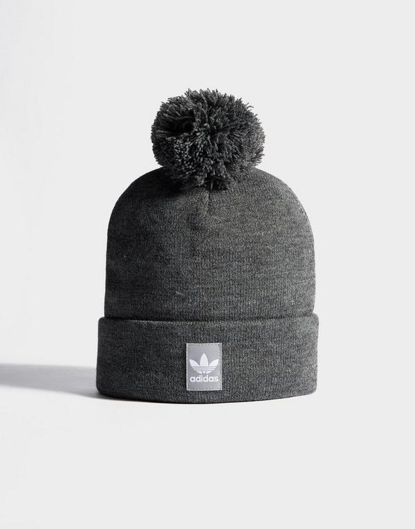 Compra adidas Originals Gorro de lana Logo Pom en Gris | JD ...