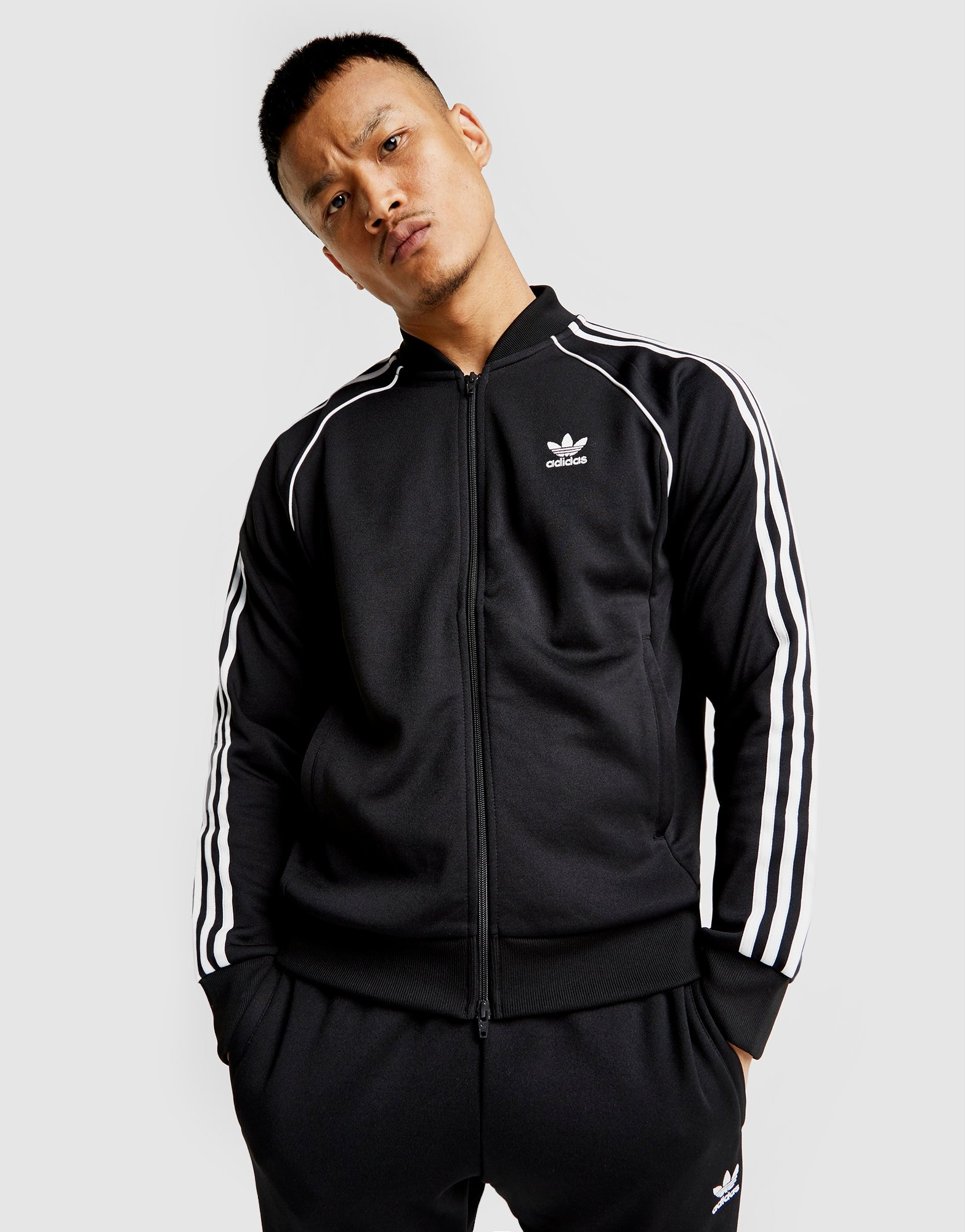 Acquista adidas Originals Superstar Giacca Sportiva in Nero