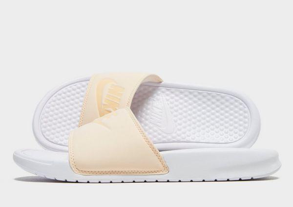 on sale 7a82e 3966a Nike Benassi Just Do It Ciabatte Donna | JD Sports