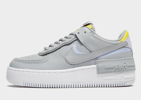Nike Air Force in weiß. Frage. Mädchen Behalten oder zurück