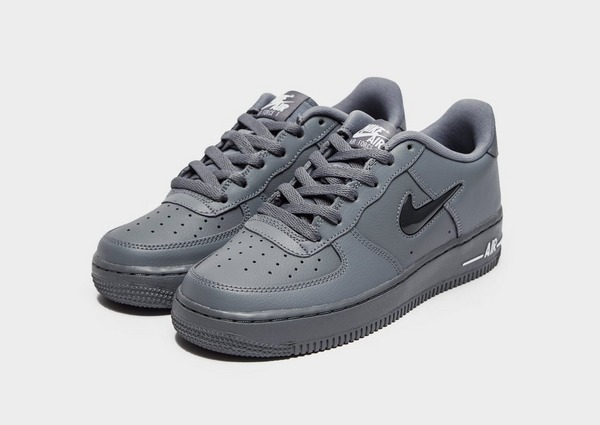 Shoppa Nike Air Force 1 Low Junior i en Grå färg | JD Sports
