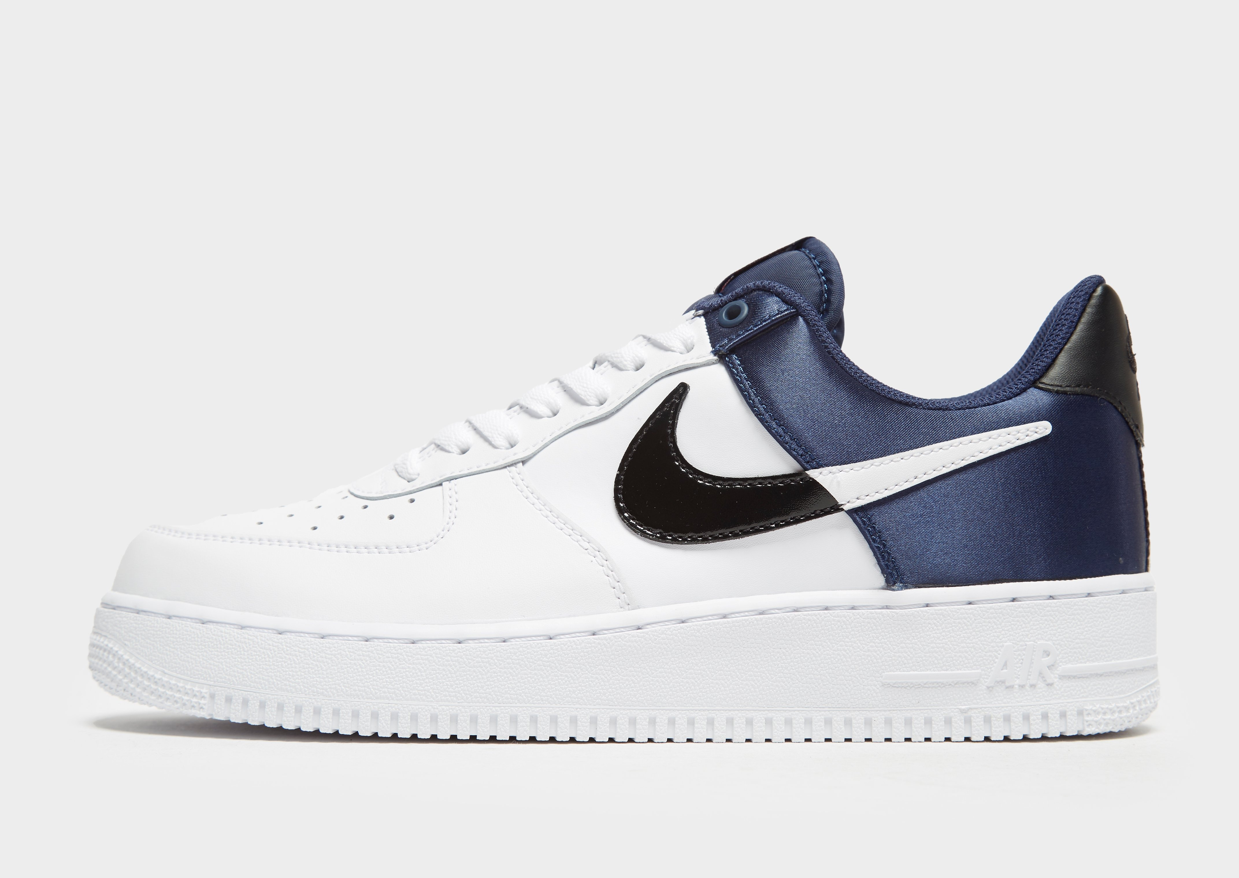 Shoppa Nike Air Force 1 NBA Junior i en Vit färg | JD Sports